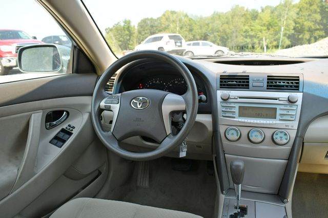 2009 Toyota Camry LE Naugatuck, Connecticut 17