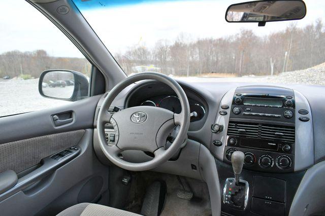 2009 Toyota Sienna LE Naugatuck, Connecticut 8