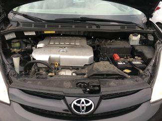2009 Toyota Sienna LE New Brunswick, New Jersey 19