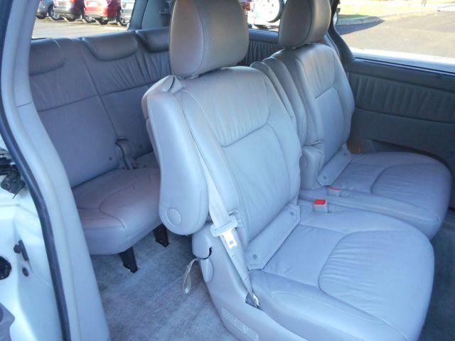 2009 Toyota Sienna XLE New Windsor, New York 21