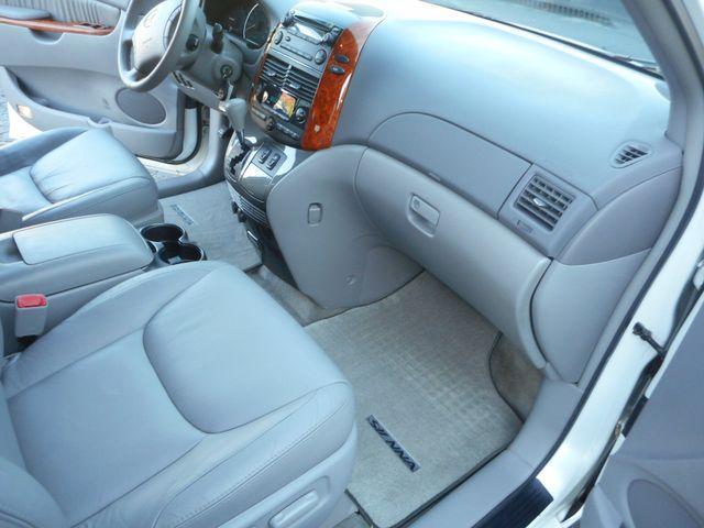 2009 Toyota Sienna XLE New Windsor, New York 22