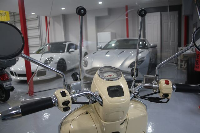 2009 Vespa GT 250 ie Houston, Texas 4