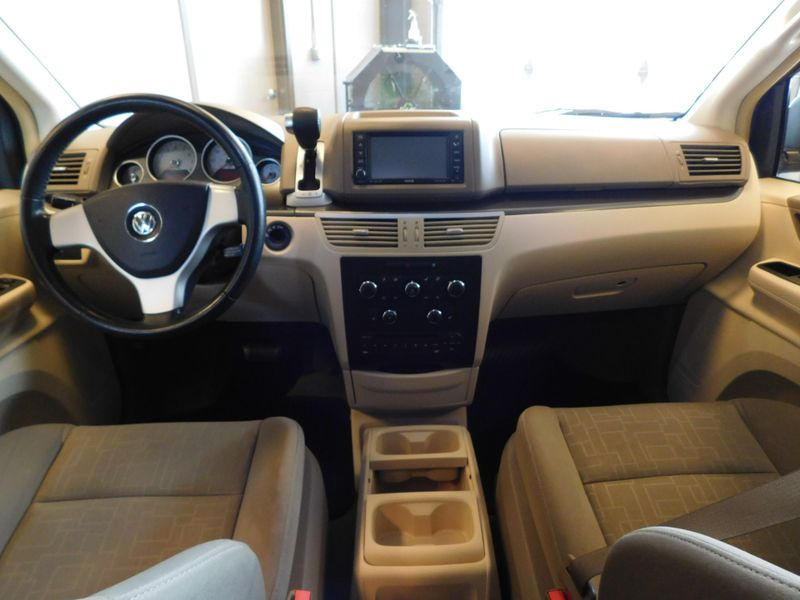 2009 Volkswagen Routan SE  city TN  Doug Justus Auto Center Inc  in Airport Motor Mile ( Metro Knoxville ), TN