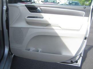 2009 Volkswagen Routan SE Batesville, Mississippi 35