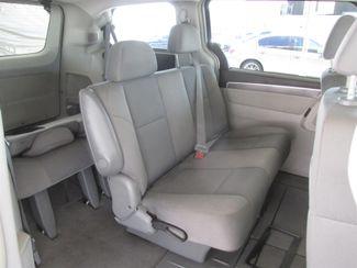 2009 Volkswagen Routan S Gardena, California 11