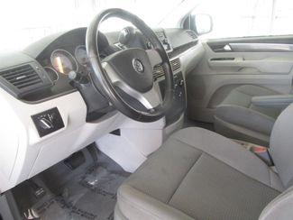 2009 Volkswagen Routan S Gardena, California 4