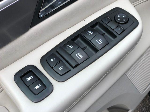 2009 Volkswagen Routan SEL LINDON, UT 19