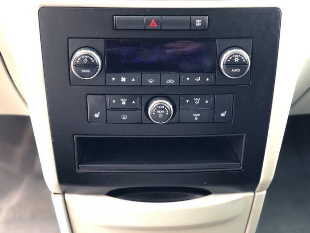 2009 Volkswagen Routan SEL LINDON, UT 41