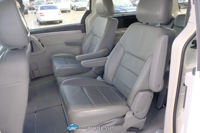 2009 Volkswagen Routan SEL in Memphis, Tennessee 38115