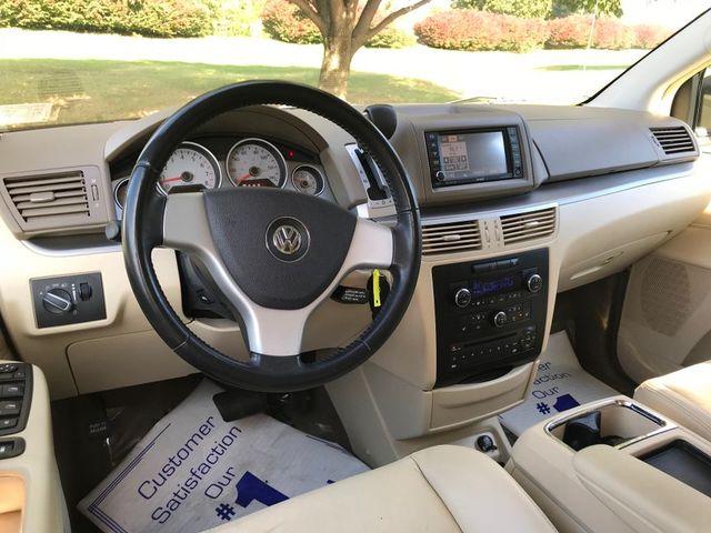 2009 Volkswagen Routan SEL in Sterling, VA 20166