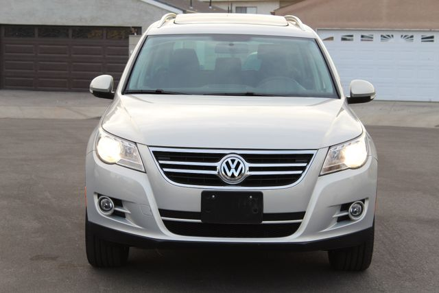 2009 Volkswagen TIGUAN SE 4 MOTION 4WD 42K AUTOMATIC PANORAMIC SERVICE RECORDS in Woodland Hills, CA 91367