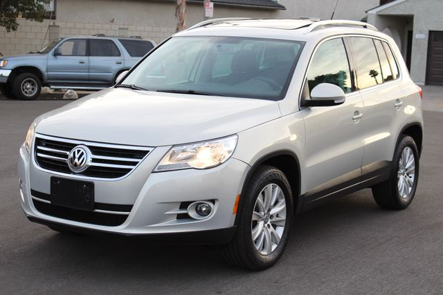 2009 Volkswagen TIGUAN SE 4 MOTION 4WD 42K AUTOMATIC PANORAMIC SERVICE RECORDS in Woodland Hills CA, 91367