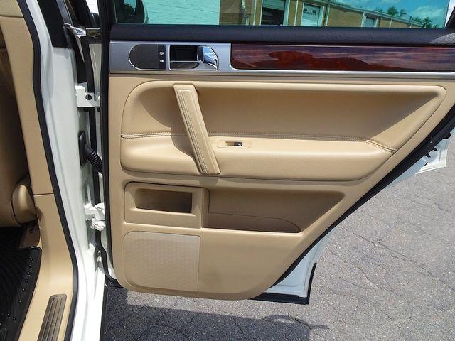 2009 Volkswagen Touareg 2 V6 Madison, NC 32
