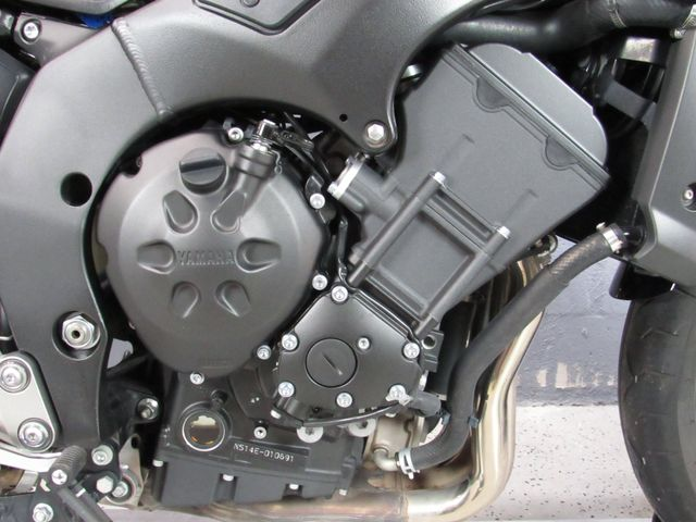 2009 Yamaha FZ1 in Dania Beach , Florida 33004