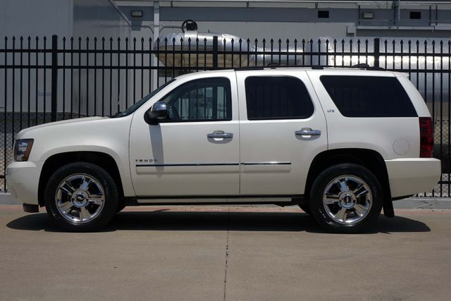 2010 Chevrolet Tahoe LTZ * Roof * DVD * Quads * PWR BOARDS * Blind Spot Plano, Texas 3