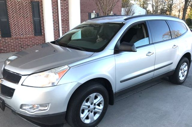 2010 Chevrolet-3 Owner!! Carfax Clean! Traverse-CARMARTSOUTH.COM LS-17 YEARS IN BUSINESS!! Knoxville, Tennessee 3