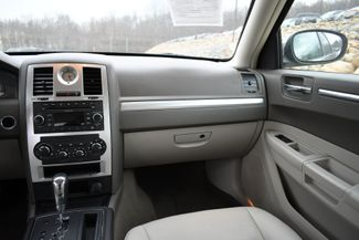 2010 Chrysler 300 Touring Naugatuck, Connecticut 17