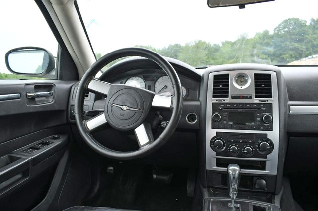 2010 Chrysler 300 Touring Naugatuck, Connecticut 11