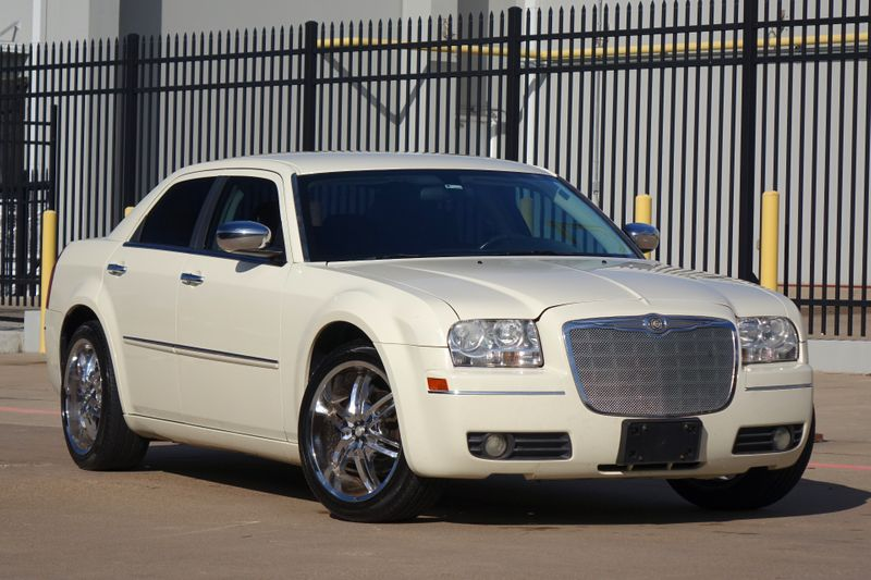 2010 Chrysler 300 Touring* Leather* Runs and Drives Great*   Plano, TX   Carrick's Autos in Plano TX