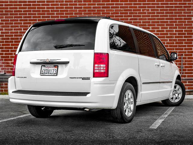 2010 Chrysler Town & Country Touring Burbank, CA 6