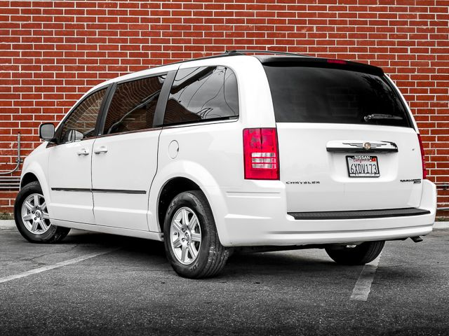 2010 Chrysler Town & Country Touring Burbank, CA 7