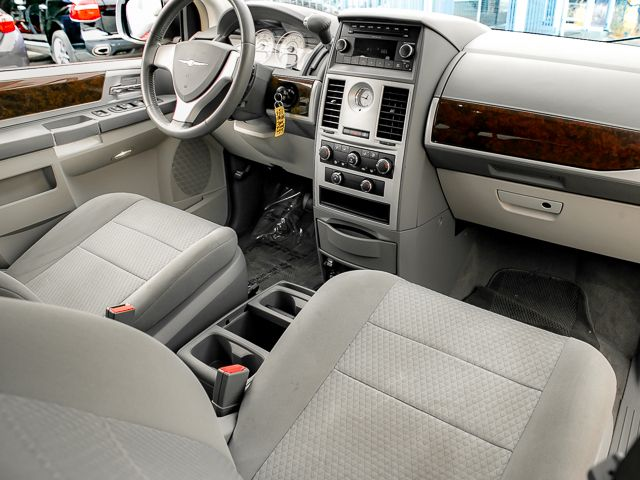 2010 Chrysler Town & Country Touring Burbank, CA 9