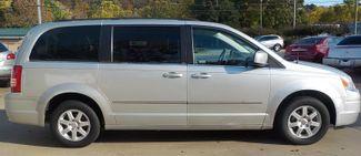 2010 Chrysler Town & Country Touring Fayetteville , Arkansas 3