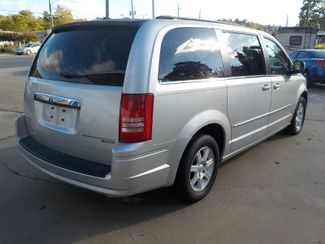 2010 Chrysler Town & Country Touring Fayetteville , Arkansas 5