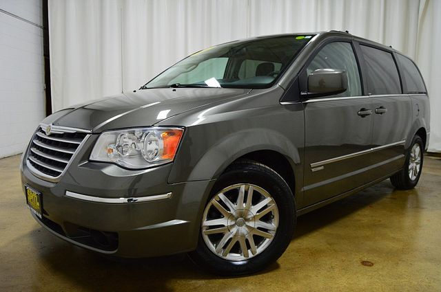 2010 Chrysler Town & Country Touring W Leather & Navi