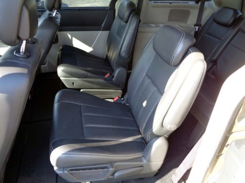 2010 Chrysler Town & Country Touring Plus | Nashville, Tennessee | Auto Mart Used Cars Inc. in Nashville, Tennessee