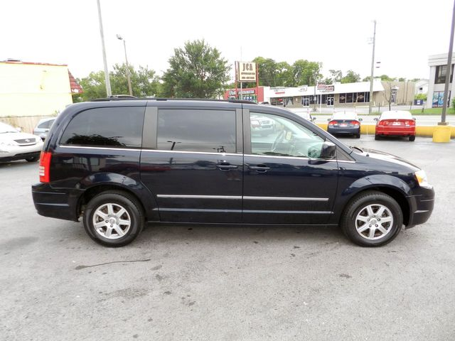 2010 Chrysler Town & Country Touring in Nashville, Tennessee 37211
