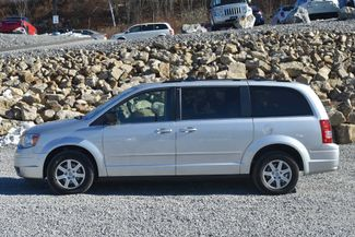 2010 Chrysler Town & Country LX Naugatuck, Connecticut 1