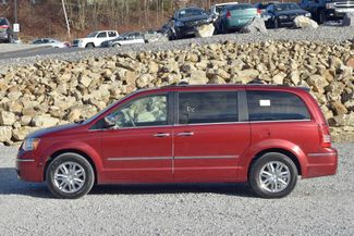2010 Chrysler Town & Country Limited Naugatuck, Connecticut 1