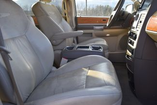 2010 Chrysler Town & Country Limited Naugatuck, Connecticut 9