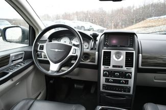 2010 Chrysler Town & Country Touring Naugatuck, Connecticut 13