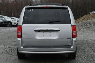 2010 Chrysler Town & Country Touring Naugatuck, Connecticut 3