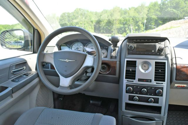 2010 Chrysler Town & Country LX Naugatuck, Connecticut 11