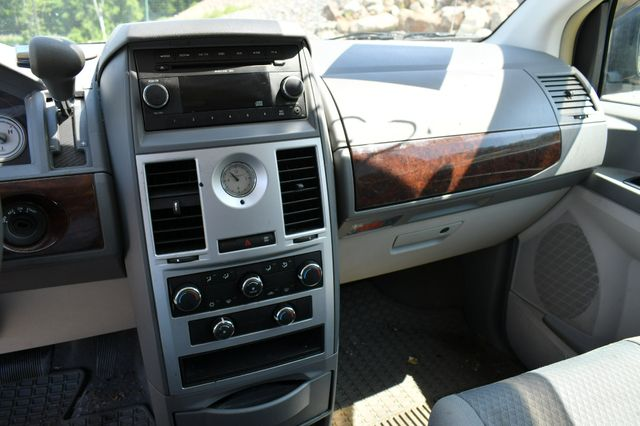 2010 Chrysler Town & Country LX Naugatuck, Connecticut 14