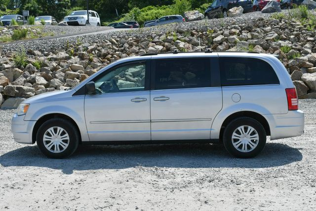 2010 Chrysler Town & Country LX Naugatuck, Connecticut 3