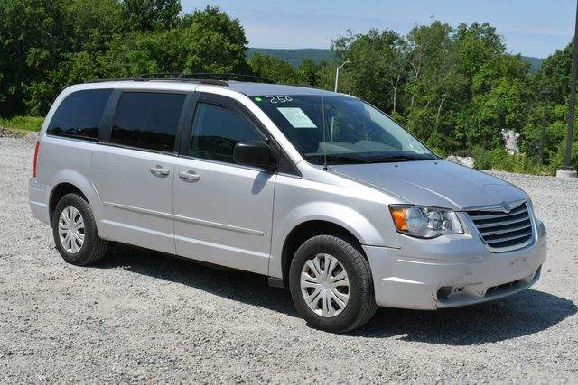 2010 Chrysler Town & Country LX Naugatuck, Connecticut 8