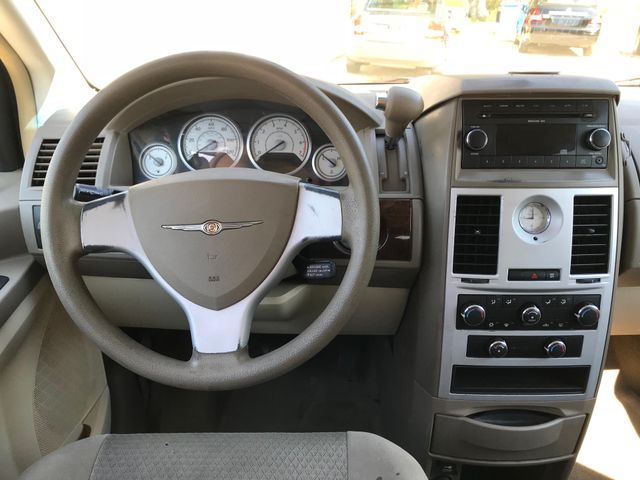 2010 Chrysler Town & Country LX Ravenna, Ohio 9