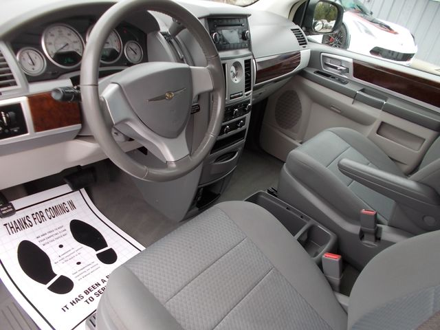 2010 Chrysler Town & Country Touring Shelbyville, TN 23