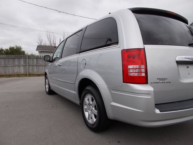 2010 Chrysler Town & Country Touring Shelbyville, TN 3
