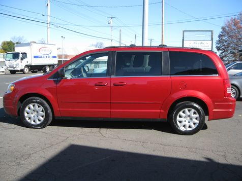 2010 Chrysler Town & Country LX in , CT