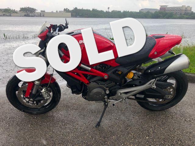 2010 Ducati Monster 696 in Dania Beach , Florida 33004