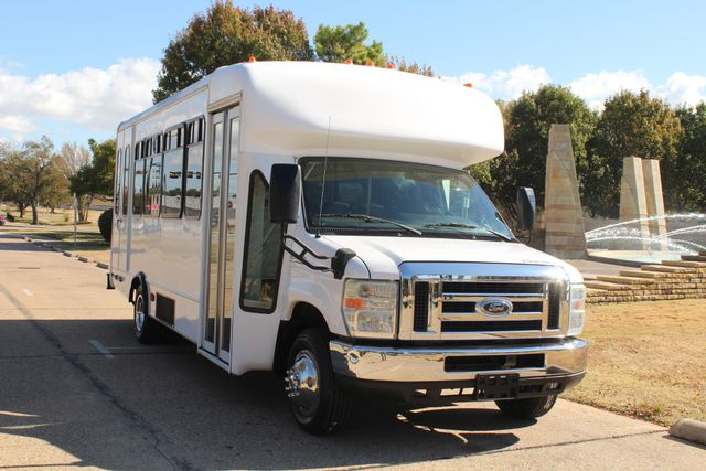 2010 Ford E-450 19 Passenger Starcraft Shuttle Bus W/ Lift Irving, Texas 1