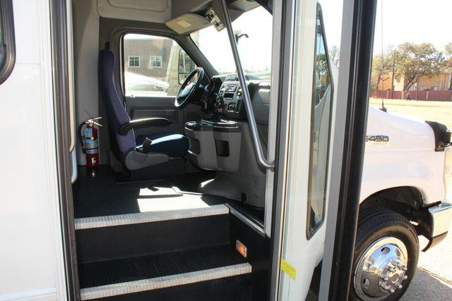 2010 Ford E-450 19 Passenger Starcraft Shuttle Bus W/ Lift Irving, Texas 10