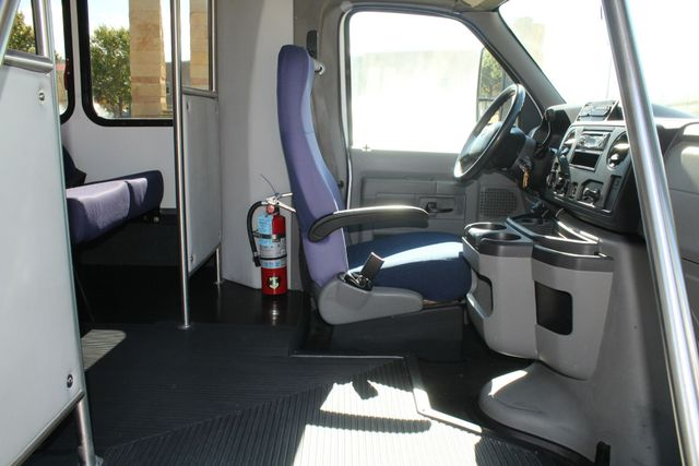 2010 Ford E-450 19 Passenger Starcraft Shuttle Bus W/ Lift Irving, Texas 12