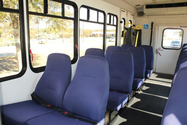 2010 Ford E-450 19 Passenger Starcraft Shuttle Bus W/ Lift Irving, Texas 14