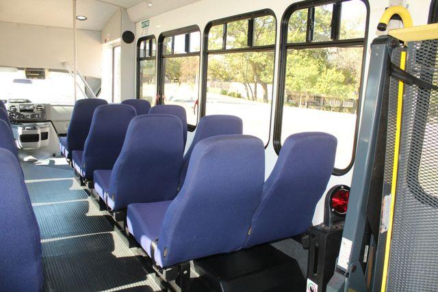 2010 Ford E-450 19 Passenger Starcraft Shuttle Bus W/ Lift Irving, Texas 22